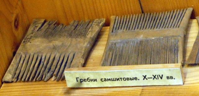 NovgorodMus301combWood